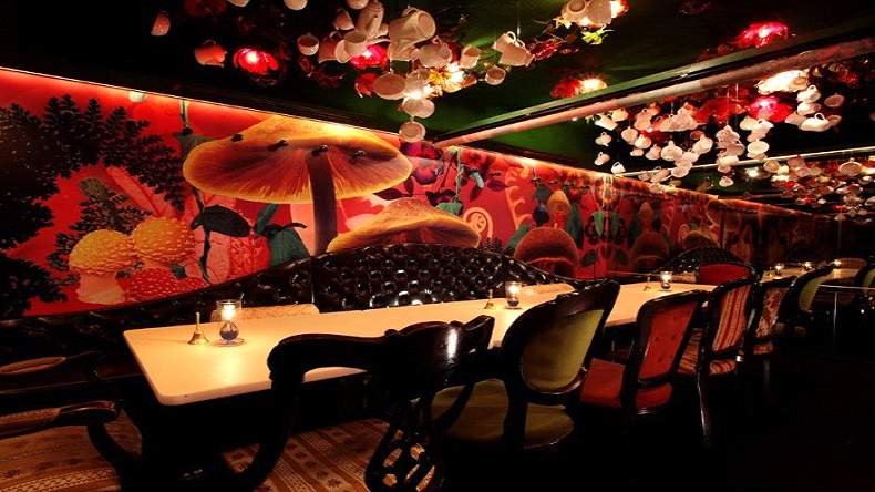 second-coolest-bar-in-tokyo-alices-fantasy-restaurant